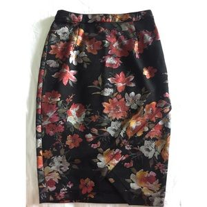 SKIES ARE BLUE Black floral pencil skirt